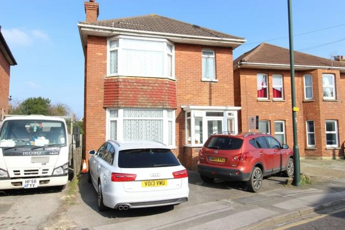 5 Bedrooms Detached House for sale in Ensbury Park Road, Ensbury Park