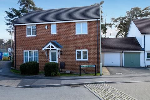 4 bedroom detached house for sale - Cavalry Drive, Heathfield