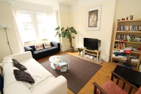 4 bedroom terraced house to rent - Landseer Grove, Bramley