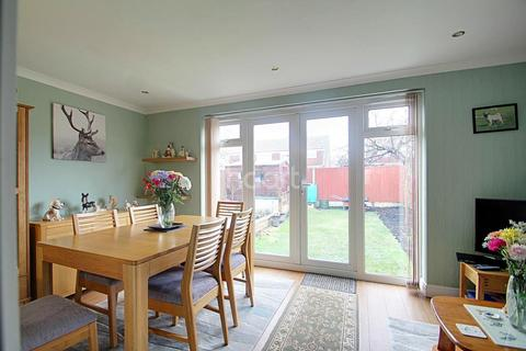 3 bedroom semi-detached house for sale - The Maples, CT10 2PE