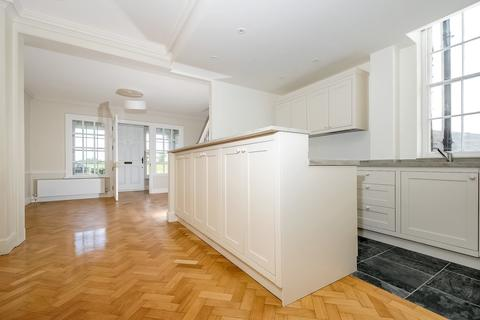 2 bedroom terraced house to rent - South Row London SE3
