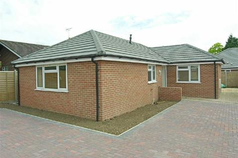 3 bedroom detached bungalow to rent - Ellesmere Close, Hucclecote, Gloucester