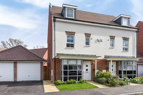4 bedroom townhouse to rent - Montague Park,  Wokingham,  RG40