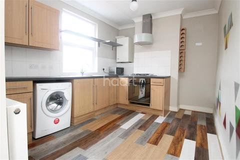 2 bedroom flat to rent - St Georges Avenue