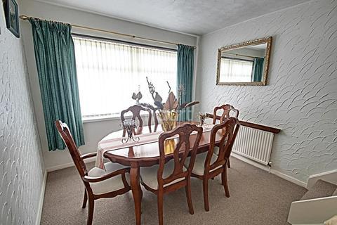 3 bedroom detached house for sale - Bradbourne Avenue, Wilford, Nottinghamshire