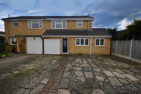 3 bedroom semi-detached house for sale - Christopher Close, Hornchurch, RM12