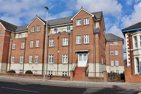 2 bedroom flat to rent - The Strand, Gloucester