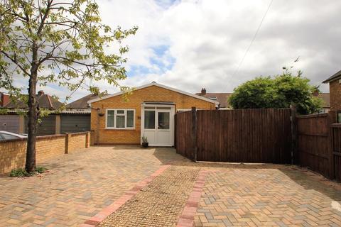 1 bedroom detached bungalow for sale - Kent Way, Surbiton