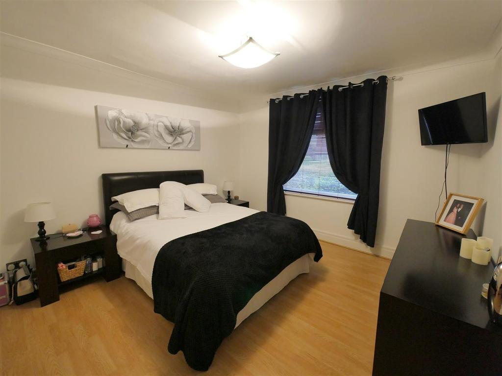 Bedroom 1 / Reception Room