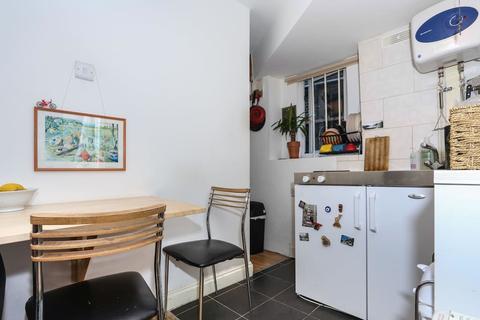 Studio to rent - Stoke Newington High Street N16
