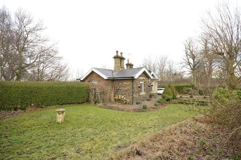 3 bedroom detached bungalow for sale - The Lodge, Harrogate Road, Idle