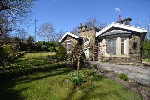 3 bedroom detached bungalow for sale - The Lodge, Harrogate Road, Idle
