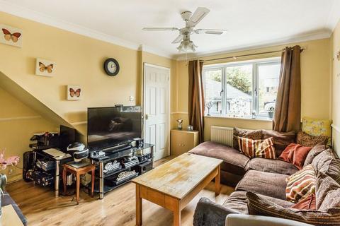 2 bedroom property for sale - Barnwood Close, Guildford