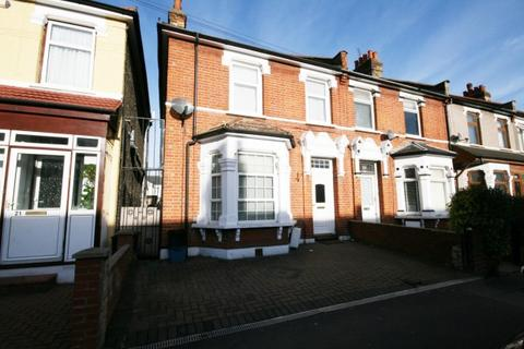 3 bedroom end of terrace house for sale - Mortlake Road,  Ilford, IG1