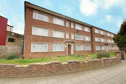 2 bedroom flat for sale - Meadway Court, Dagenham