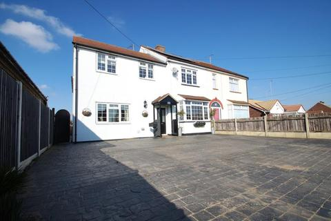 4 bedroom semi-detached house for sale - Harwich Road, Little Clacton