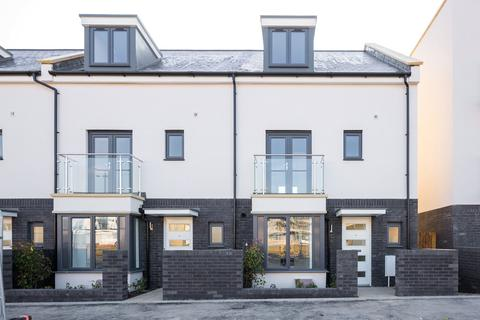 4 bedroom terraced house to rent - Eighteen Acre Drive, Patchway, Bristol, South Gloucestershire, BS34