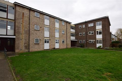 2 bedroom flat for sale - Lennox Close, Romford, Essex