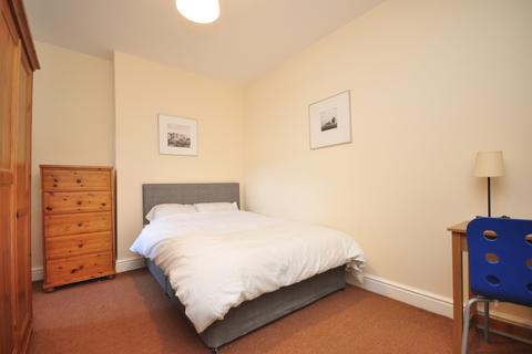 1 bedroom flat share to rent - South End Croydon CR0