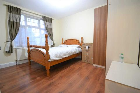 1 bedroom house share to rent - Royston Gardens, Ilford