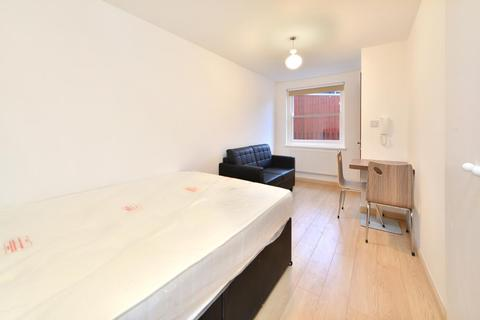 Studio to rent - Dawes Road, London, SW6