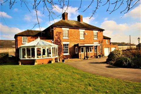 4 bedroom farm house to rent - Gailey Lea Lane, Gailey