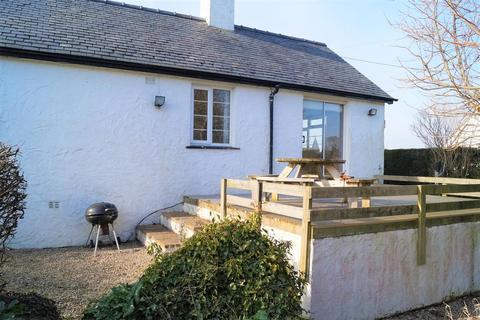 2 bedroom detached bungalow for sale - Pwllheli