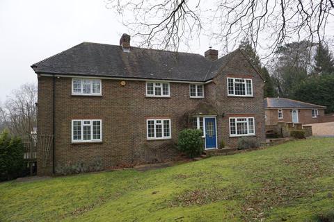 4 bedroom detached house to rent - HEATHFIELD