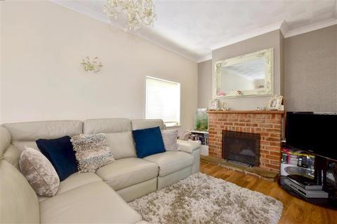 2 bedroom detached bungalow for sale - Carpenters Lane, Hadlow, Tonbridge, Kent