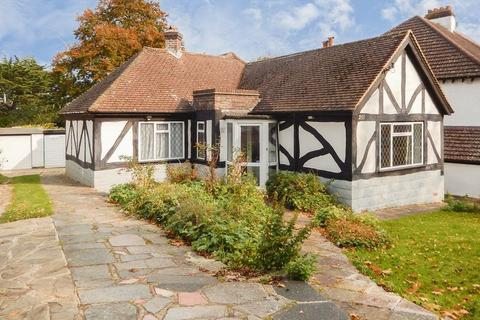 2 bedroom detached bungalow for sale - Chipstead Way, Banstead