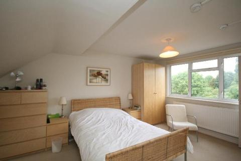 Studio to rent - Palmers Road, New Southgate