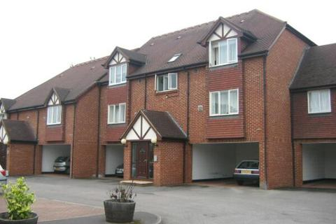 Studio to rent - Thackeray Lodge, Hatton Road, Bedfont