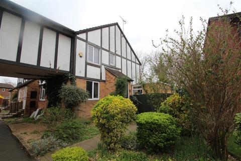 2 bedroom semi-detached house for sale - Ennerdale Close, Middlesex