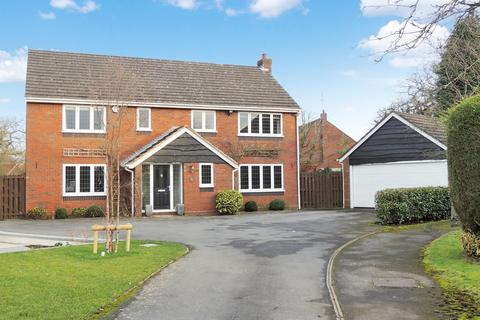 4 bedroom detached house to rent - Minster Close, Knowle, Solihull, B93 9LZ