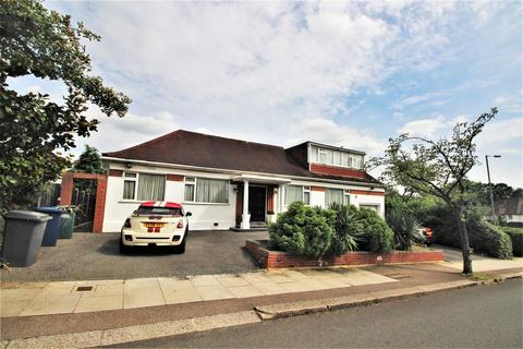 3 bedroom detached bungalow for sale - Highview Avenue, Edgware