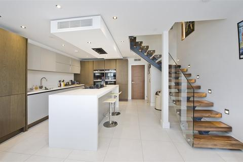 4 bedroom property to rent - Goldhawk Road, Shepherd's Bush W12