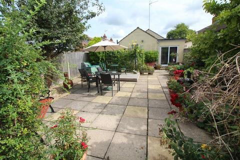 2 bedroom detached bungalow for sale - Acacia Road, Staple Hill , Bristol