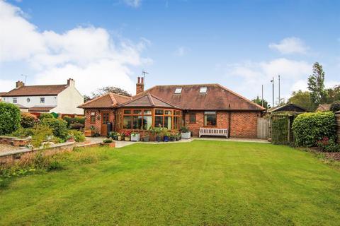 3 bedroom detached bungalow for sale - Hornsea Road, Skipsea, Driffield, YO25 8ST