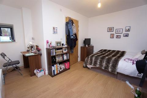 1 bedroom in a flat share for sale - Oxford Street, Crookesmoor, Sheffield, S6 3FG