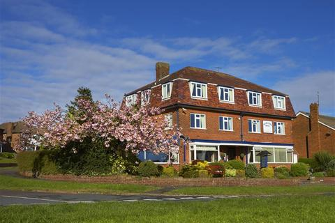 Guest house for sale - Weydale Avenue, Scarborough, YO12 6AX