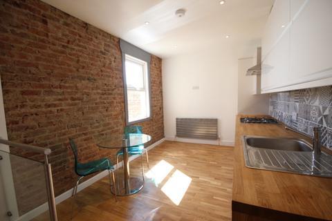 3 bedroom apartment to rent - Bembridge Street, Brighton, BN2