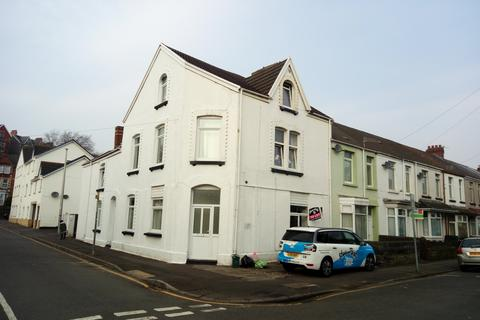 Studio to rent - St Helens Avenue, Brynmill, Swansea