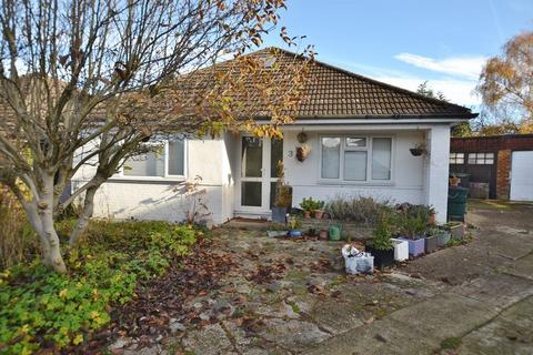 3 bedroom bungalow for sale - Wroxham Gardens, Enfield