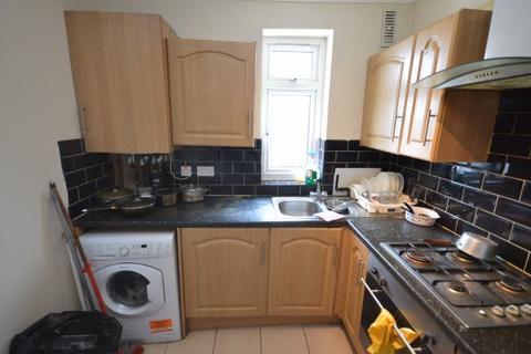 2 bedroom flat to rent - Aldborough Road South,  Newbury Park, IG3