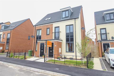 3 bedroom semi-detached house for sale - Elmwood Park Mews, Newcastle Upon Tyne