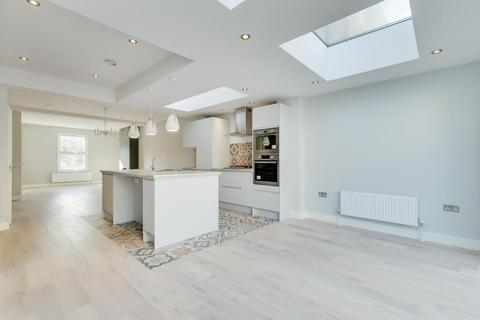 4 bedroom terraced house for sale - Latchmere Road, Battersea, SW11