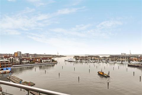 4 bedroom flat to rent - Sirocco, Channel Way, Ocean Village, Southampton, SO14 3JF