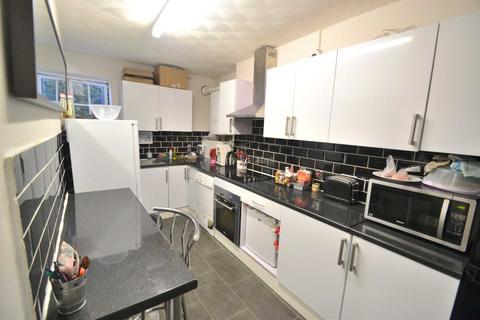 5 bedroom flat to rent - London Road, Reading