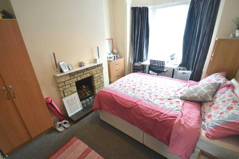 4 bedroom terraced house to rent - Radstock Road, Reading