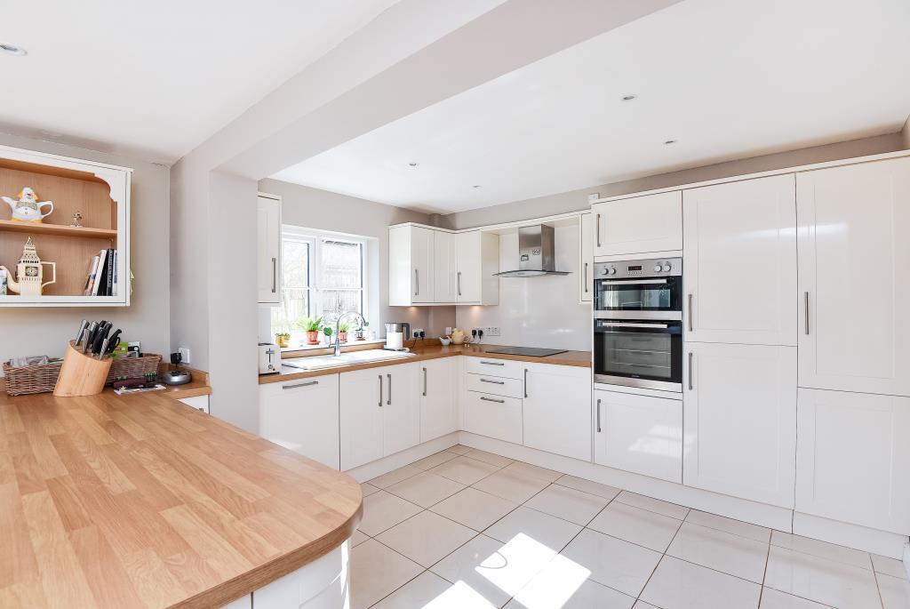 Enstone chipping norton ox7 4 bed detached house for for Kitchens chipping norton